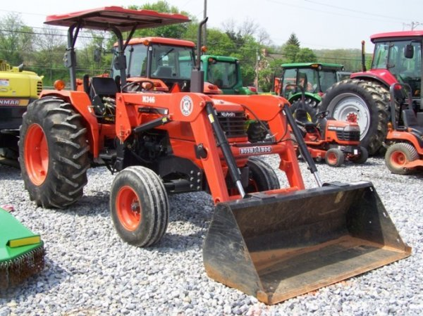 214  2001 Kubota M5700 Farm Tractor With Loader   Lot 214