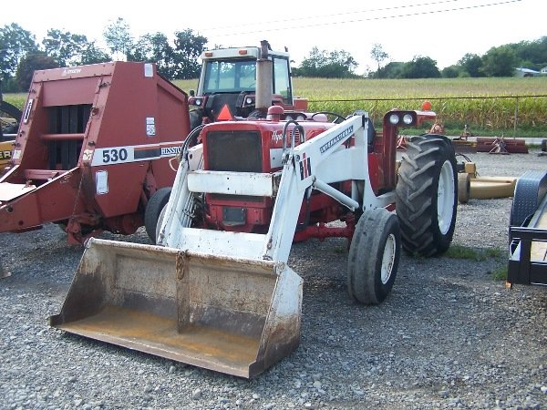 International 656 Tractor With Loader : Ih d hydro tractor w loader lot