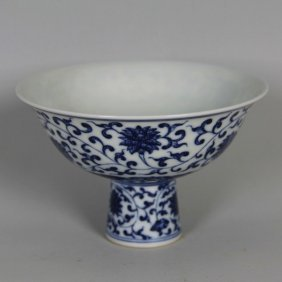 Chinese Qing Style Porcelain Stem Cup