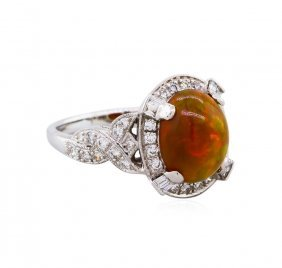 18kt White Gold 2.41ct Opal And Diamond Ring