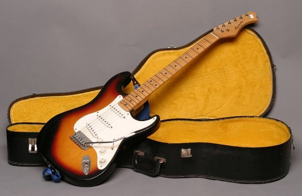 951 harmony electric guitar in lined case lot 951. Black Bedroom Furniture Sets. Home Design Ideas