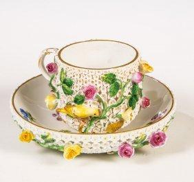 Tasse Und Untertasse Mit Schneeballenblüten