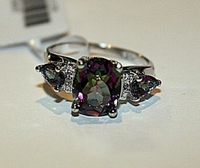 Exquisite Womens Alexandrite & Diamond Ring