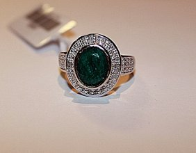 Exquisite Emerald & Diamond Ring