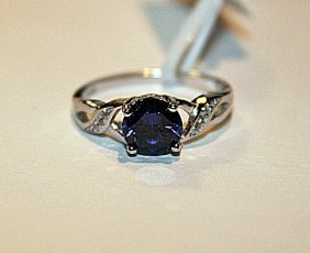 Beautiful Tanzanite & Diamond Ring