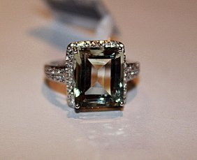 Beautiful Aquamarine & Diamond Ring