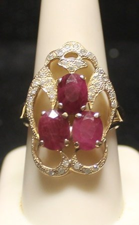Beautiful 14 Kt Pigeon Blood Ruby With Diamonds Ring