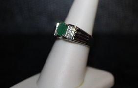 Beautiful Emerald & Diamond Ring. 295j
