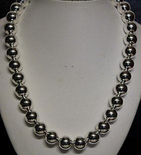 Beautiful 20'' Silver Ball Necklace.