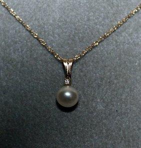 Lady's Fancy Pearl 10kts Gold Necklace.