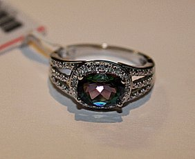 Stunning Womens Alexandrite & Diamond Ring