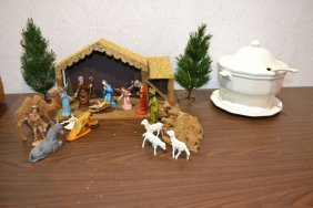 Pfaltzgraff Soup Tureen And Table Top Nativity Set