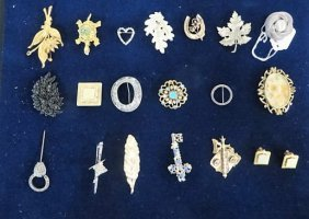 Dealers Lot Of Costume Brooches (21)