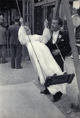 CARTIER-BRESSON - Bridal Couple, Joinville-le-Pont 1938