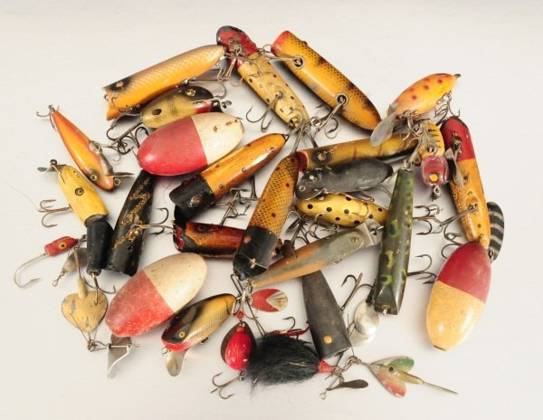 398 vintage fishing lure collection wood lures lot 398 for Fishing lure collection