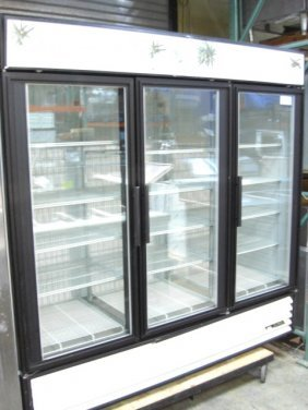 True GDM-72F 3dr. Glass Display Freezer