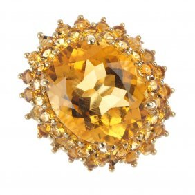 A 9ct Gold Citrine Cluster Ring. The Oval-shape