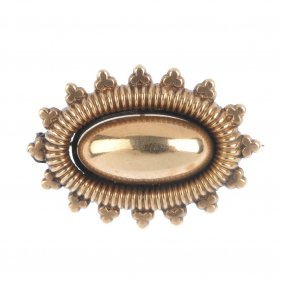 A Late Victorian 9ct Gold Brooch, A 9ct Gold Graduated