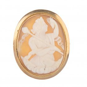 A Late Victorian 9ct Gold Shell Cameo Brooch. The Oval