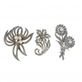 A Selection Of Jewellery. To Include A Pair Of 9ct Gold