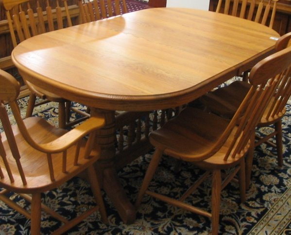 456 AN OAK DINING TABLE WITH FOUR LEAVES Lot 456