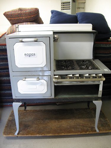 399 A VINTAGE GAS COOK STOVE George D Roper Corp R