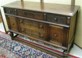 148 Old English Style Oak Buffet Angelus Furniture M Lot 148
