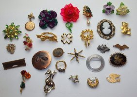 Lot Of 28 Brooches And Pins