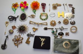 Lot Of 40 Brooches And Pins