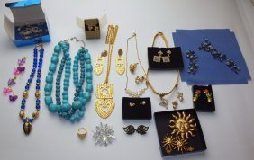 Avon Lot Of Jewelry