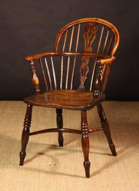 A Fine 19th Century Low Back Yew Wood Windsor Chair