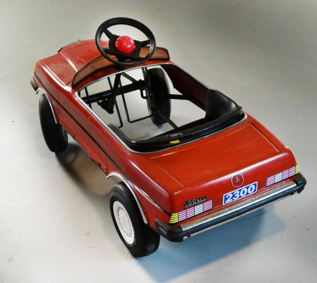 Young master pedal car mercedes for Mercedes benz pedal car