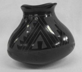 Mata Ortiz Black On Black Jar - Socorro Reyes