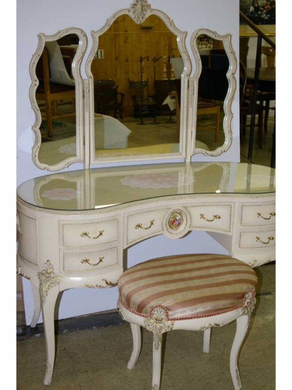 373 French Provincial Vanity Lot 373
