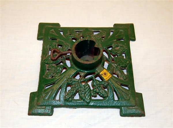 4: VINTAGE CAST IRON CHRISTMAS TREE STAND: SQUARE WITH : Lot 4