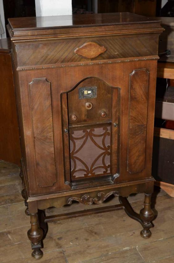 417 Edison Cabinet Model C4 Radio W Double Sliding Do