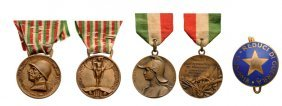 Personal Group Of 2 Medals And 1 Badge
