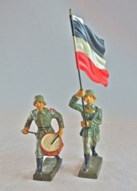 Lineol 2 Germans Charging W/flag & Drum