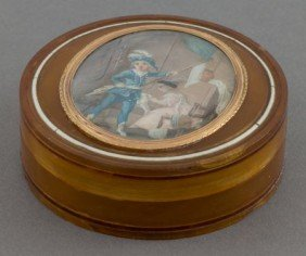 A FRENCH TORTOISE SHELL SNUFF BOX WITH PORTRAIT