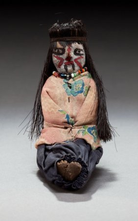A SMALL MOHAVE FEMALE POTTERY DOLL C. 1910