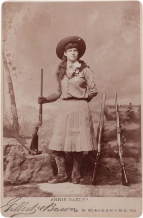 38356 Cabinet Photo Of Annie Oakley With Four Guns Lot 38356
