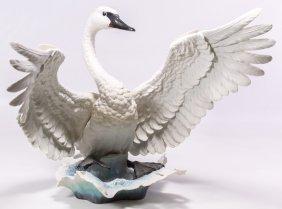 Boehm #40266 'trumpeter Swan' Figurine