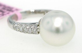 18KT White Gold Pearl And Diamond Ring FJM870