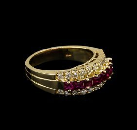 0.80ctw Ruby And Diamond Ring - 14kt Yellow Gold