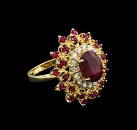 5.69ctw Ruby And Diamond Ring - 14kt Yellow Gold