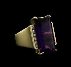 8.30ct Amethyst And Diamond Ring - 14kt Yellow Gold
