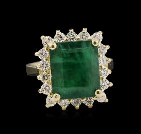 5.36ct Emerald And Diamond Ring - 14kt Yellow Gold