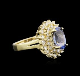 1.90ct Tanzanite And Diamond Ring - 14kt Yellow Gold