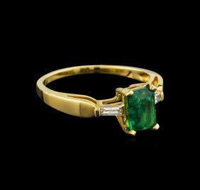 0.80ct Emerald And Diamond Ring - 14kt Yellow Gold
