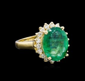 4.82ct Emerald And Diamond Ring - 14kt Yellow Gold